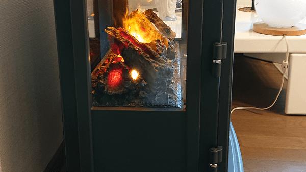 電気暖炉の側面