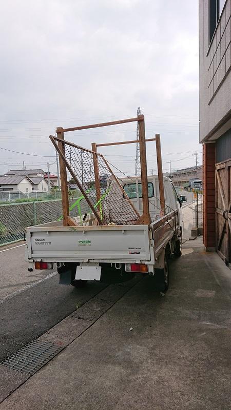 トラックで搬送