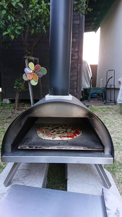 ピザを焼いている様子